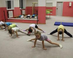 Продолжается набор в секцию оздоровительной гимнастики и акробатики для детей от полутора до 12 лет