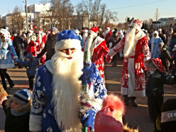 Шествие Дедов морозов 2014 в Слуцке и праздничный концерт. Фото