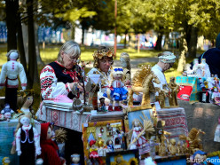 В Слуцке проходит областной праздник ремесел «Слуцкие пояса». Фото