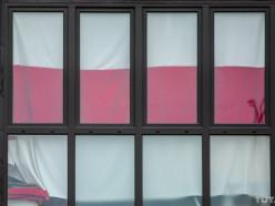 Повесил на балконе без разрешения исполкома. За флаги «на остеклении» теперь отправляют на «сутки»
