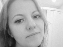 В Солигорске девушка разбила телефон, чтобы не отдавать его омоновцам. В мастерской денег за ремонт не взяли