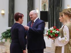 Ко Дню работников сельского хозяйства Лукашенко наградил тружеников из Слуцкого района