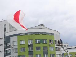 Новое постановление МЧС. Вешать «изделия из горючего текстиля» на фасадах и крышах теперь запрещено