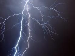 В Индии от ударов молний погибли больше 100 человек за сутки. Среди них есть дети