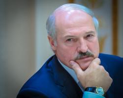 Лукашенко поручил в 2017 году вернуть среднюю зарплату на уровень $500