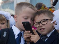 Вопрос читателя: Запрещено ли пользоваться мобильным телефоном на школьной перемене?