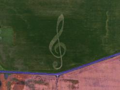 На поле в Копыльском районе «нарисовали» 300-метровый скрипичный ключ