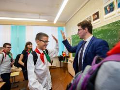 «Если мы останемся в школе, значит, поддерживаем насилие?» Что думают учителя об угрозах Лукашенко