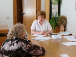 Председатель Минского областного Совета депутатов Наталья Якубицкая провела прием граждан в Слуцке