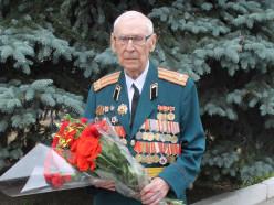 За освобождение Сахалина. Ветерану из Слуцка вручили сразу три памятные награды