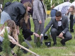В Слуцке наградили медалистов и обновили «аллею выпускников». Фото