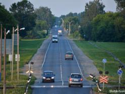 Вечером в пятницу Renault сбил велосипедиста, мужчина госпитализирован