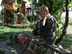 «На улице теплее, чем в доме». 95-летняя Миладия Сукало не может зимовать в своем доме
