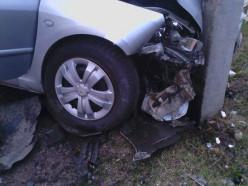 В Новодворцах пьяный «бесправник» врезался в машину, а затем - в столб