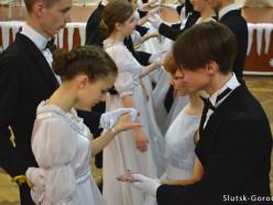 В слуцкой школе №11 прошёл первый новогодний бал. Фото и видео