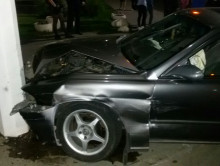 В центре Слуцка «лишённик» проехал на красный, столкнулся с другой машиной и врезался в столб