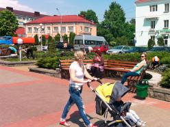Музыкант, скамейки, улицы и другие фотофакты недавнего благоустройства Слуцка