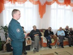 Безопасный Новый год для всех! Спасатели посетили отделение круглосуточного пребывания для пожилых