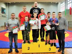 Юные слуцкие борцы стали победителями открытого областного турнира