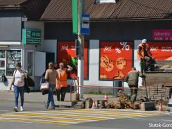 В Слуцке продолжаются работы по понижению бордюров. Фотофакт