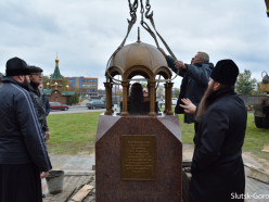 В центре Слуцка установили монумент «Часовня Победы»