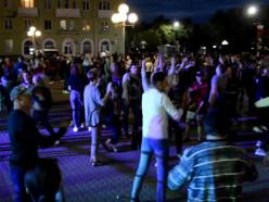 Ночной денс на День молодежи или Как случчане танцуют на площади. Видео