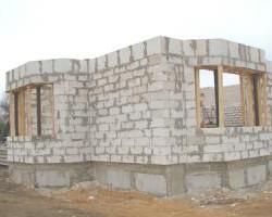 В Слуцке строится первый дом семейного типа.