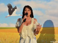 На «празднике хлебороба» в Козловичах Слуцкого района выступила Ирина Дорофеева