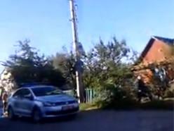 Машина въехала во двор и там сбила женщину