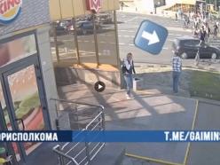Видеофакт. В Минске водитель VW сбил парня, который стоял в «живой цепочке», и скрылся