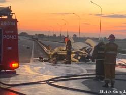 ДТП в Василинках: автомобиль такси угнали в Солигорске, он врезался в отбойник и загорелся