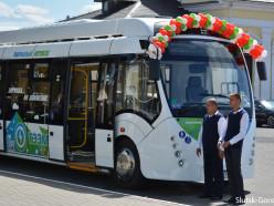 На автовокзале состоялась церемония передачи слуцкому автопарку дизель-электробуса