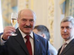 Лукашенко отменил введённые ограничения на ночную продажу алкоголя