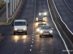 С понедельника водители 12 дней обязаны будут ездить с ближним светом