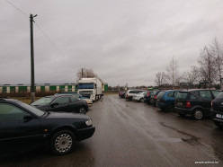 «Терминал» по-слуцки: дальнобойщик месяц живет на парковке мясокомбината, потому что его груз попал в список Россельхознадзора