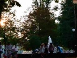 За вечер слуцкий фонтан посещают несколько сотен человек