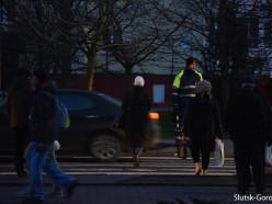 Сотрудники ГАИ снова дежурят на пешеходных переходах Слуцка
