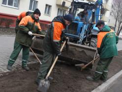 В Слуцке проводится реконструкция газонов