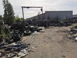 Случчанка жалуется на дым от завода по переработке шин в 12-м городке. Что отвечают бизнесмен и санстанция?