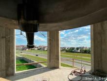 На колокольне храма Паисия Святогорца - как звонит самый большой колокол в Беларуси. Видео