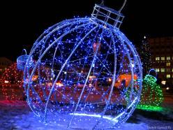 В Слуцке появились светящиеся шары