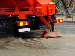 Коммунальщики Слуцка запаслись 3,5 тысячами тонн песчано-соляной смеси. К гололедице готовы