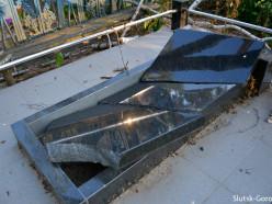 Случчанка: ЖКХ повредило несколько могил на кладбище в Брановичах