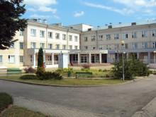 Копыльская больница приостановила медосмотры, а учащихся местного колледжа отправили по домам на карантин