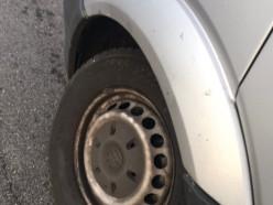 На минской трассе у маршрутки во время движения вырвало колесо