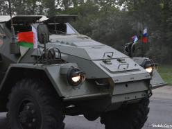 Через Слуцк прошла колонна военной ретро-техники с флагами Беларуси и России