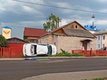 В Копыле после ДТП «милицейская» машина опрокинулась на бок (обновлено)