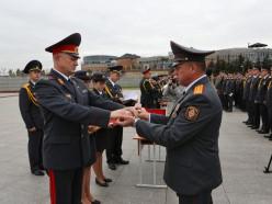 Министр внутренних дел вручил холодное оружие начальнику Слуцкого РОВД