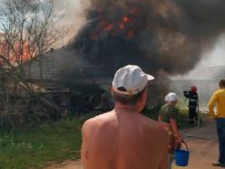 За выходные в Слуцком районе сгорели сарай и автомобиль