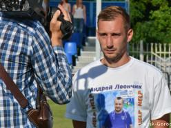 СФК «Слуцк» вышел на матч в футболках с портретами Андрея Леончика